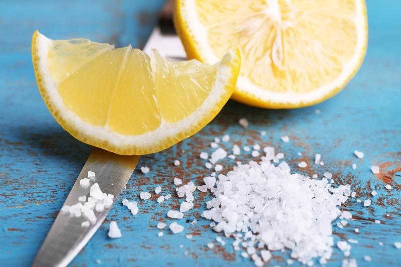 sale aromatizzato con fette di limone